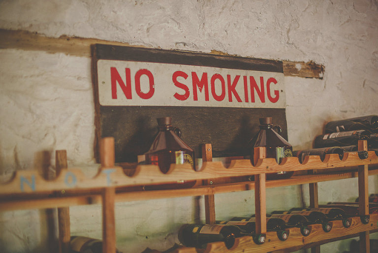 No smoking sign at the bar