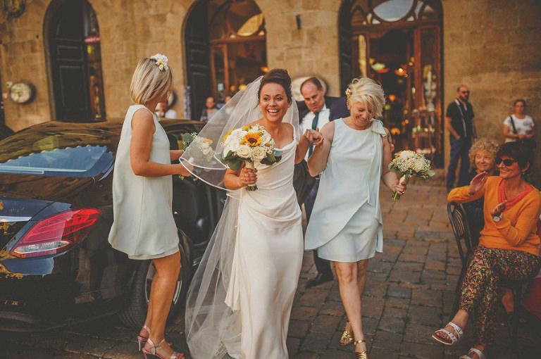 The bride arrives at Palazzo dei Priori