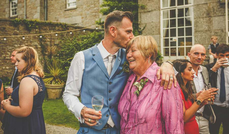 The groom kisses his mother in the backgarden