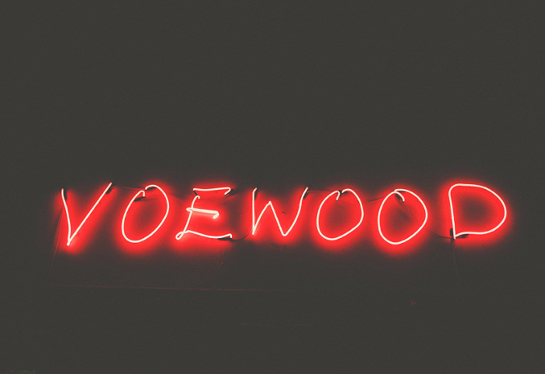 A neon sign