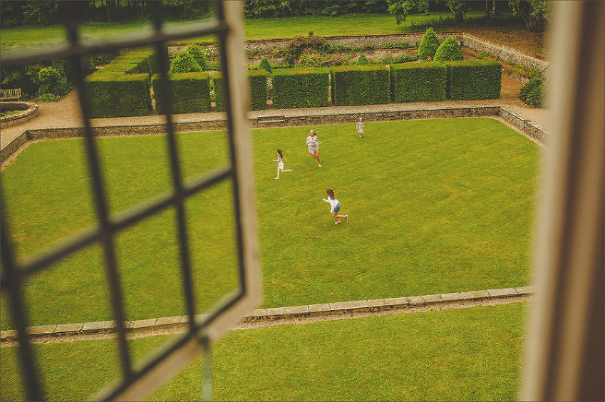 Girls playing on the lawn at Voewood